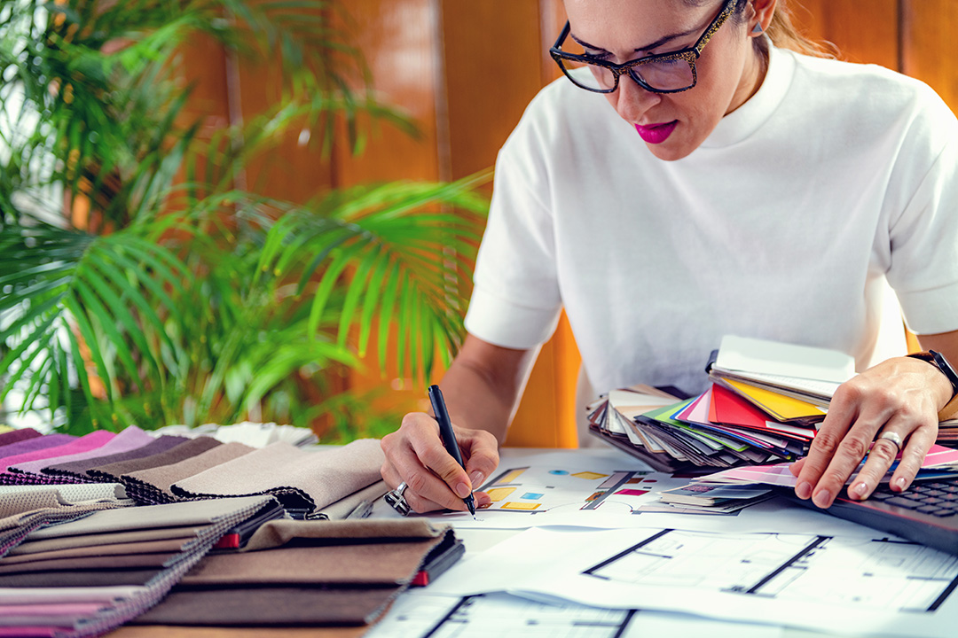 Why choose to learn how to become an interior designer to your home?